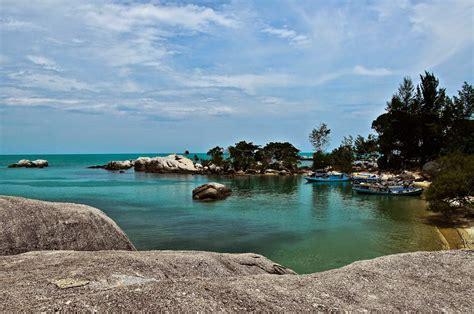 Batu Combong Lubang Atas 1 Bawah 2 pantai penyabong atau pantai batu lubang di belitung btc belitung travel center by pt