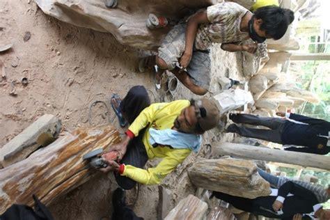 Meja Fosil Kayu pelatihan mengolah batu mulia indonesia menjadi bernilai
