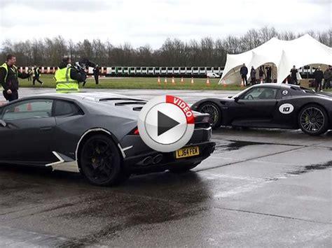 Porsche 918 Vs Lamborghini Lamborghini Huracan Vs Porsche 918 Spyder In An Epic