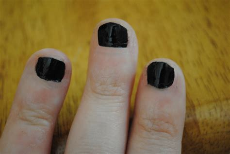 what color should i paint my nails quiz 5 easy ways to wear nail colors that contrast and