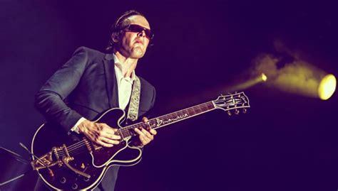 Joe Bonamassa Guitar Giveaway - joe bonamassa meet greet giveaway at guitar show australian musician magazine