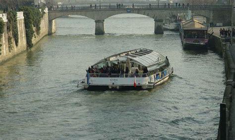 un bateau mouche sur la seine paris baisse de fr 233 quentation des bateaux mouches apr 232 s