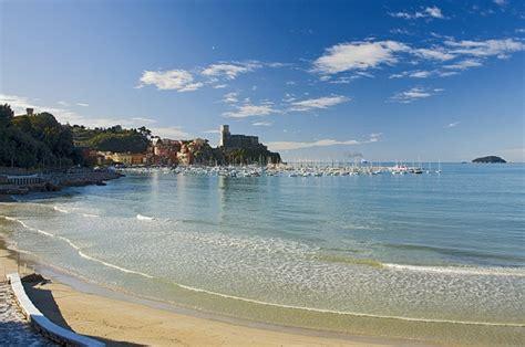 marina di varazze estate fra le spiagge pi 249 pulite ed ecosostenibili d italia