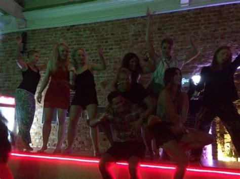bar top dancing tipsy tiger party hostel bewertungen fotos