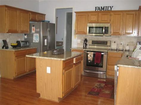 kitchen pictures with oak cabinets bloombety best kitchen design with oak cabinets kitchen