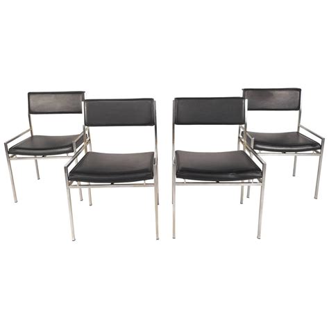 Vinyl Dining Chairs Set Of Mid Century Modern Chrome And Vinyl Dining Chairs For Sale At 1stdibs