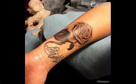 demi lovato fait peau neuve son tatouage disgracieux