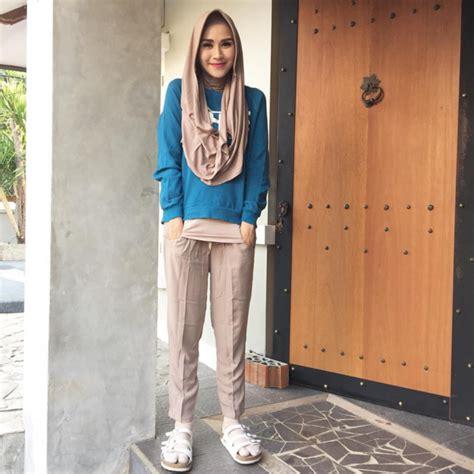 Kerudung Zaskia Hijau pakaian muslimah kasual tapi tetap trendy zaskia adya