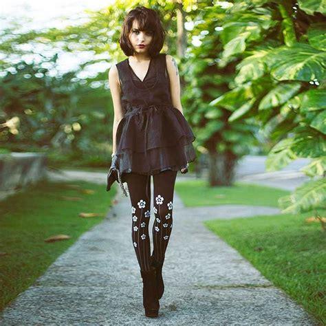 black patterned leggings outfit black patterned floral tights outfit floral tights