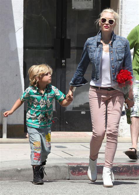 How Gwen Stefani Spent Mothers Day by La Nueva Tendencia Para El Oto 241 O Chaqueta De Blue Jean