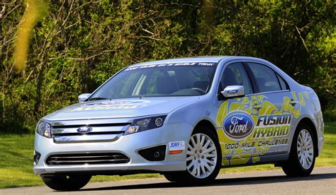 2010 ford fusion mpg 2010 ford fusion hybrid manages to get 81 5 mpg the