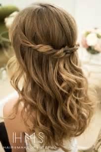 frisuren lange haare geflochten und offen die besten 17 ideen zu offene haare auf retro frisuren langhaarfrisuren und