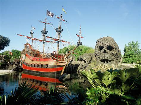 Tomica Tokyo Disney Resort Indiana Jones Skull Ship Japan disneyland park adventureland captain hook s galley disneyland disney raised me