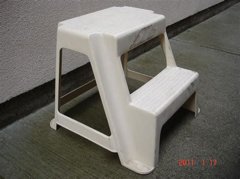 rubbermaid folding 2 step stool rubbermaid plastic step stool rubbermaid 174 2 step molded