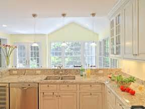 kitchen decorating in traditional style using white