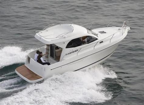 barca cabinata barca a motore cabinata la cura dello yacht