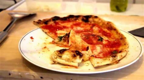 pizza nel forno di casa come cuocere una pizza napoletana nel forno di casa come