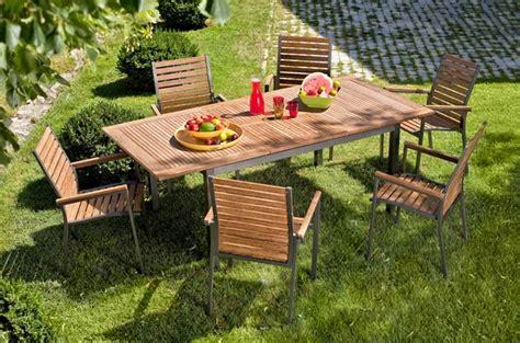 Délicieux Salon De Jardin Avec Palette En Bois #5: entretenir-mobilier-jardin-content1-bois-exotique.jpg