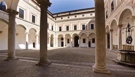 cortile palazzo ducale urbino palazzo ducale di urbino italy for