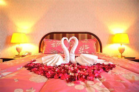 wedding room decoration tips   perfect  night