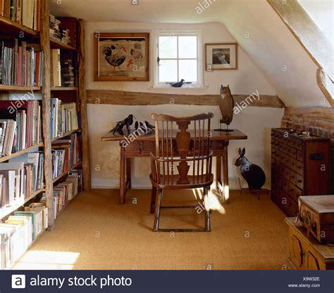 teppich im speisesaal traditional shelving bookshelves furniture stockfotos