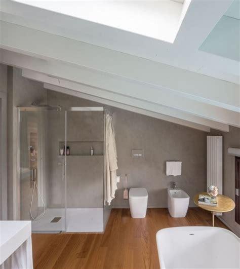 bagno mansarda bagni moderni per mansarde idee e consigli edilnet