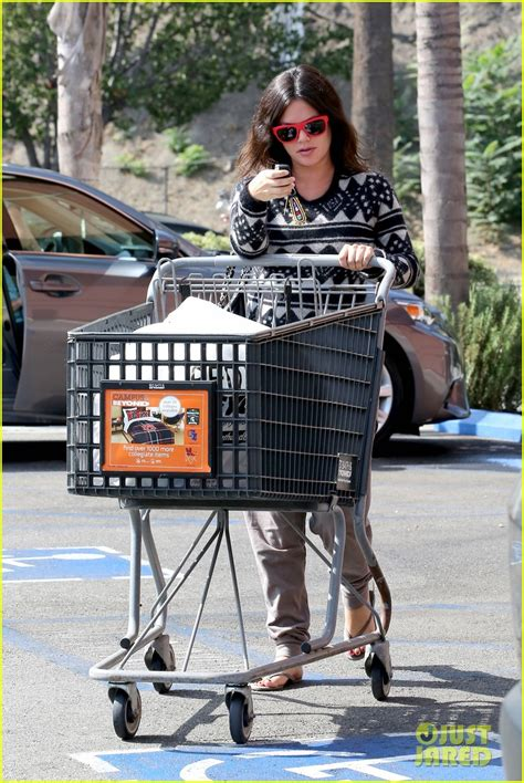 bed bath and beyond encino pregnant rachel bilson goes bed bath beyond before baby s birth photo 3215803