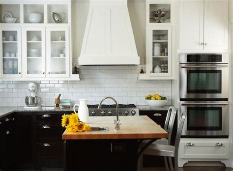 two tone shaker kitchen cabinets 17 best images about two tone shaker kitchen cabinets on