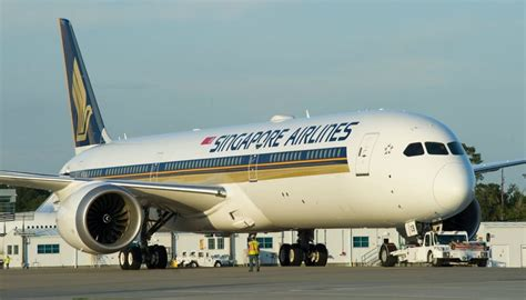 United Airline Carry On first boeing 787 10 is unveiled in singapore airlines