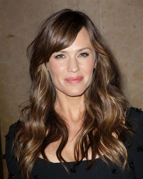 haircut to make face look narrow thin face haircuts 6 hairstyles that will make a thin