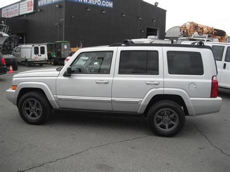 jeep commander with 3rd row seating 2010 jeep commander sport 4wd 3rd row seating outside