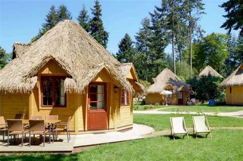 hutte virtuelle cottage hutte cottage en bretagne les ormes