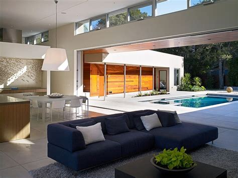 Modern U Shaped California Home with Central Patio Modern House Designs