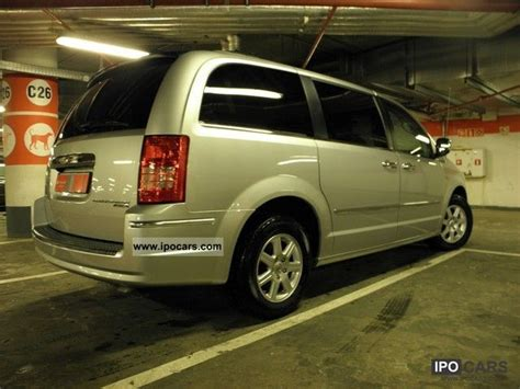 2010 Chrysler Town And Country Specs by 2010 Chrysler Town Country Limited Car Photo And