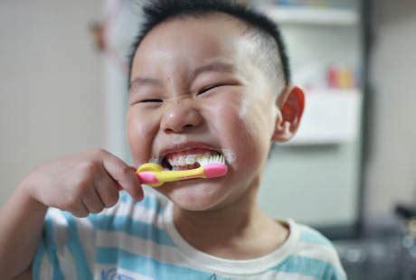 anak rewel  menggosok gigi  trik mengatasinya