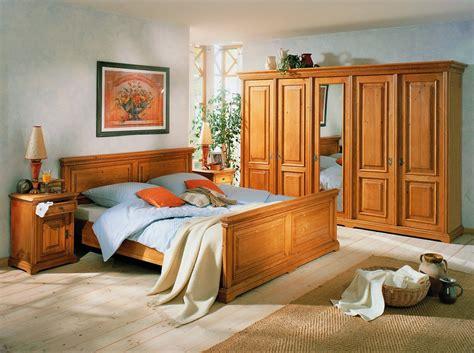 schlafzimmer bett und schrank schlafzimmer einrichtung bett schrank nachtkonsole fichte