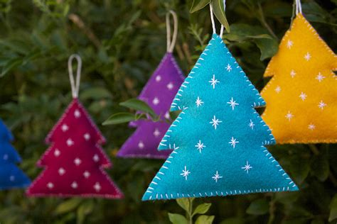 diy felt christmas decorations crafted