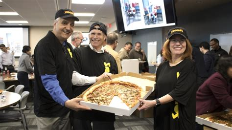 Mba Educational Leadership Unm by Unm Leadership Puts On Pizza Hats To Departments
