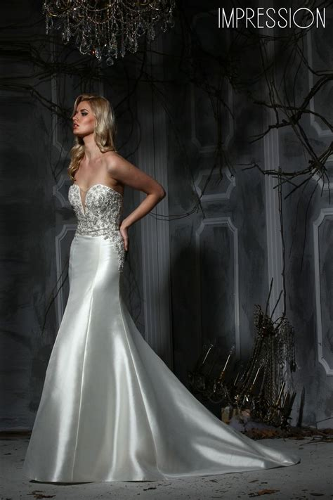 This sophisticated trumpet silhouette wedding dress in