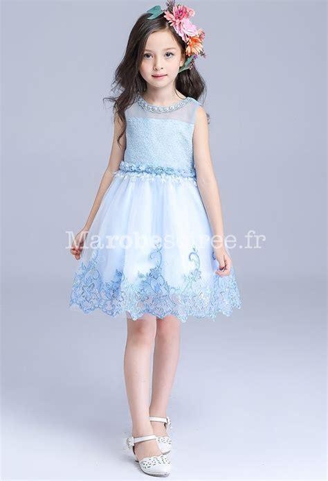 Jolie robe bleu pastel pour fille au mariage