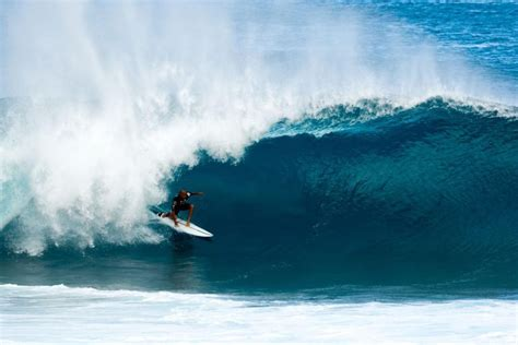 Kelly Slater Surfing Pipeline | kelly slater wins the 2016 volcom pipe pro