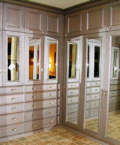 mirrored dressing room 5 must luxury closet design features