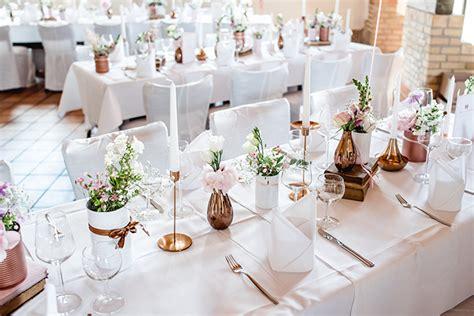 Hochzeitsdeko Tisch Schlicht by Hochzeitsdeko In Rosa Friedatheres