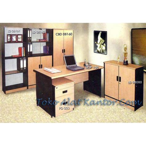 Meja Kantor Alba meja kantor daiko distributor furniture kantor