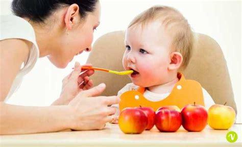 alimenti per lo svezzamento svezzamento neonati dalla prima pappa ecco come farlo