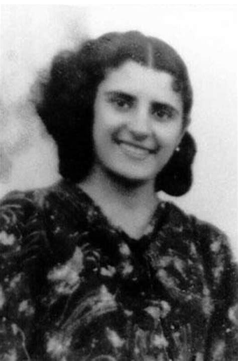 Mujeres en la Historia, Iluminando Sombras: Biografía de