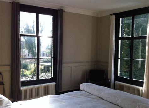 witte gordijnen grijs verven zwarte raamkozijnen verven interieur pinterest met