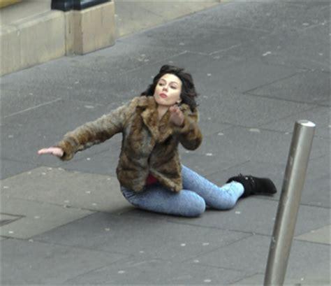 Scarlett Johansson Meme - scarlett johansson falling down know your meme