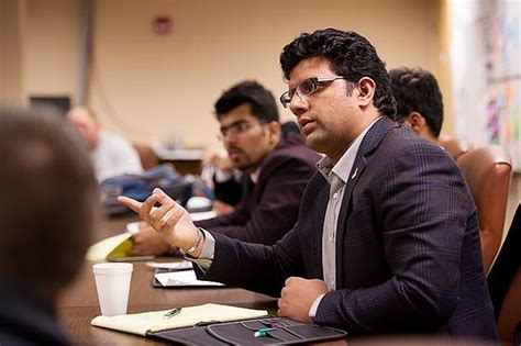 Uiowa Mba Pm by M B A Students Consult With Iowa Businesses To Help Them