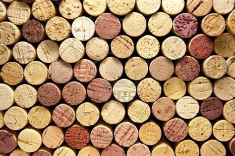cuadro con corchos de vino tratamiento de corchos